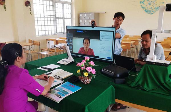 Trường THCS và THPT Nguyễn Viết Xuân (huyện Tuy An) dạy trực tuyến cho học sinh của trường. Ảnh: NGUYỄN CHƯƠNG