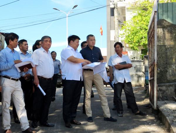 Đoàn công tác của UBND tỉnh kiểm tra tiến độ thi công dự án Nhà lưu niệm Luật sư Nguyễn Hữu Thọ