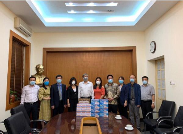 Cơ quan Liên hiệp các Hội Khoa học và Kỹ thuật Việt Nam tiếp nhận 3000 khẩu trang y tế từ Báo Điện tử Kiến thức