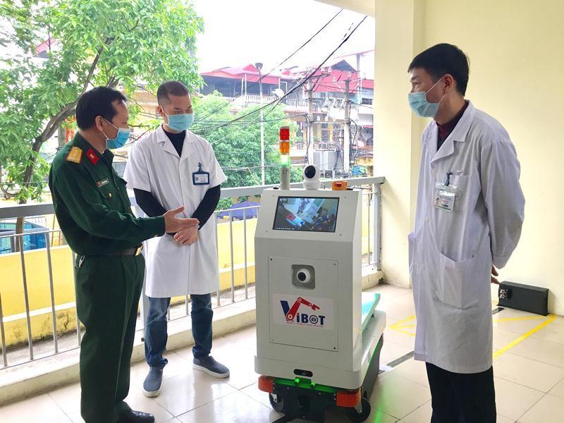 Robot vận chuyển trong các khu vực cách ly ra đời sau 2 tuần Bộ Khoa học và Công nghệ đặt hàng
