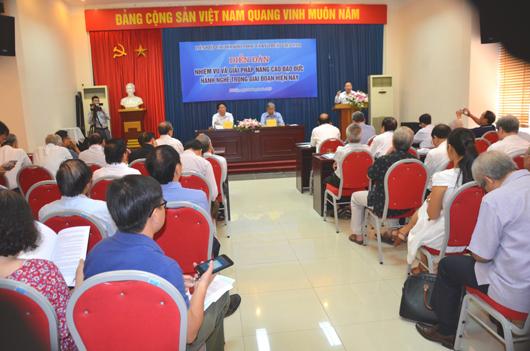 """Đại biểu QH khóa 14, Phó ban Dân nguyện của Quốc Hội Lưu Bình Nhưỡng phát biểu tại buổi Toạn đàm """"Giải pháp nâng cao đạo đức hành nghề trong giai đoạn hiện nay"""" do LHHVN tổ chức năm 2019"""