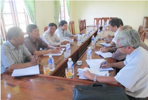 Quang cảnh buổi làm việc giữa Liên hiệp Hội với lãnh đạo xã Đức Bình Đông (Sông Hinh-Phú Yên) vào tháng 5/2014