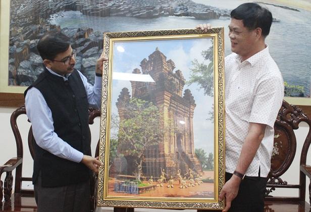 Lãnh đạo tỉnh tiếp Đại sứ Ấn Độ đến chào xã giao
