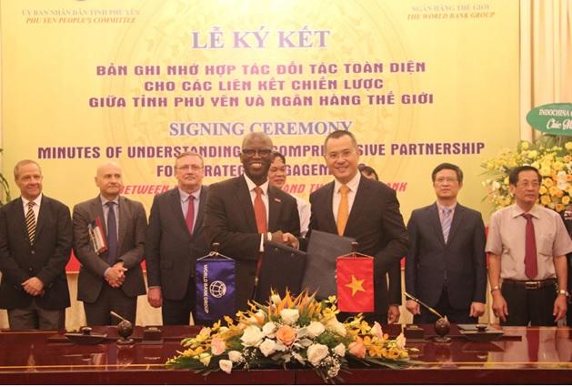 Lễ ký kêt Bản ghi nhớ hợp tác đối tác toàn diện cho các liên kết chiến lược giữa tỉnh Phú Yên và Ngân hàng Thế giới (WB), dưới sự chứng kiến của đại diện các cơ quan Trung ương, các Đại sứ