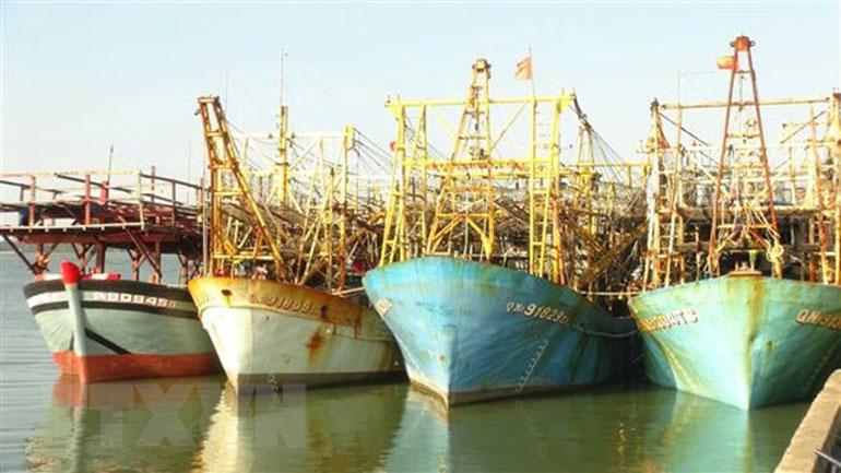 Tàu đánh bắt cá xa bờ của ngư dân Quảng Nam chuẩn bị rời bến đến ngư trường Hoàng Sa, Trường Sa truyền thống - Ảnh minh họa: TTXVN
