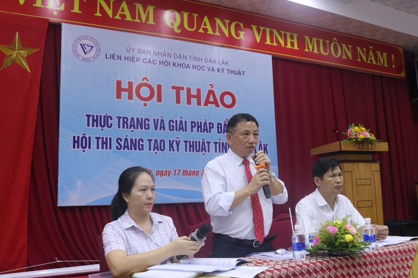 """TS Vương Hữu Nhi (đứng giữa) Chủ trì Hội thảo """"Thực trạng và giải pháp đẩy mạnh Hội thi STKT tỉnh Đắk Lắk""""  (tổ chức ngày 17/7/2020)"""