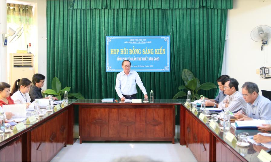 Phó Chủ tịch UBND tỉnh Phan Đình Phùng phát biểu tại cuộc họp