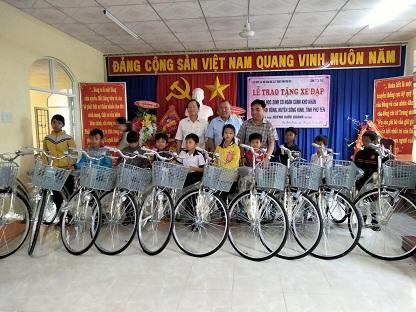 Liên hiệp các Hội Khoa học và Kỹ thuật tỉnh phối hợp trao tặng 50 chiếc xe đạp cho học sinh nghèo