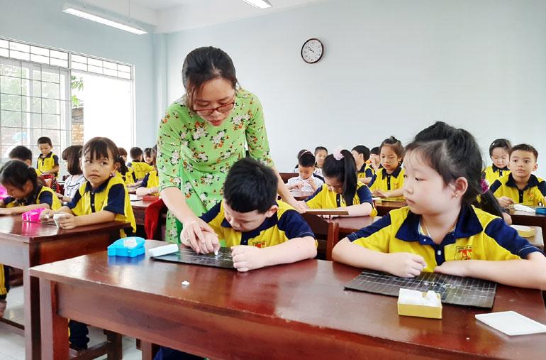Rà soát toàn bộ sách giáo khoa lớp 1 để hoàn thiện dạy và học