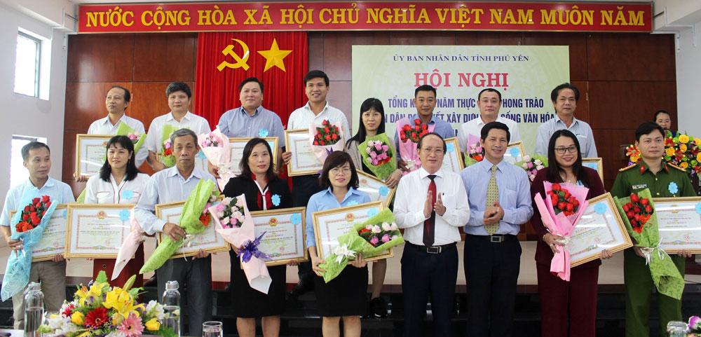 """Tổng kết phong trào """"Toàn dân đoàn kết xây dựng đời sống văn hóa"""": Biểu dương, khen thưởng 30 tập thể và cá nhân"""