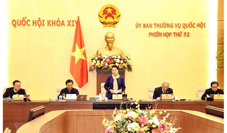 Chủ tịch Quốc hội Nguyễn Thị Kim Ngân chủ trì và phát biểu khai mạc phiên họp. Ảnh: TTXVN