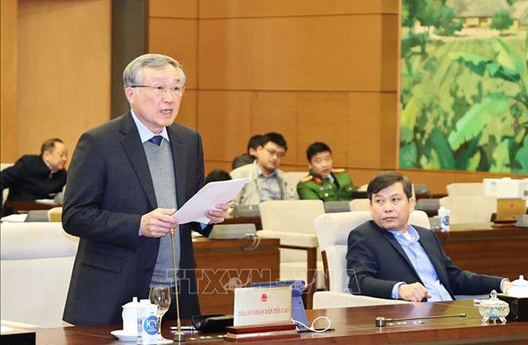 Chánh án Tòa án nhân dân tối cao Nguyễn Hòa Bình trình bày báo cáo công tá - Ảnh: TTXVN