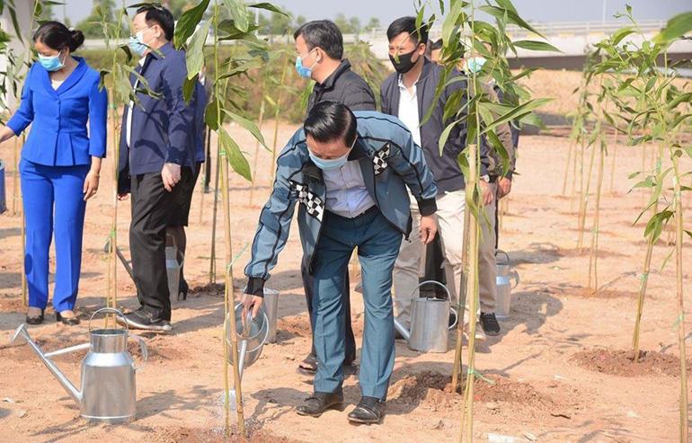 """Bộ trưởng Trần Hồng Hà tham dự lễ phát động""""Tết trồng cây đời đời nhớ ơn Bác Hồ"""" Xuân Tân Sửu 2021 và hưởng ứng Chương trình trồng 1 tỉ cây xanh giai đoạn 2021-2025 tại TP Hà Nội. Ảnh: Vie"""