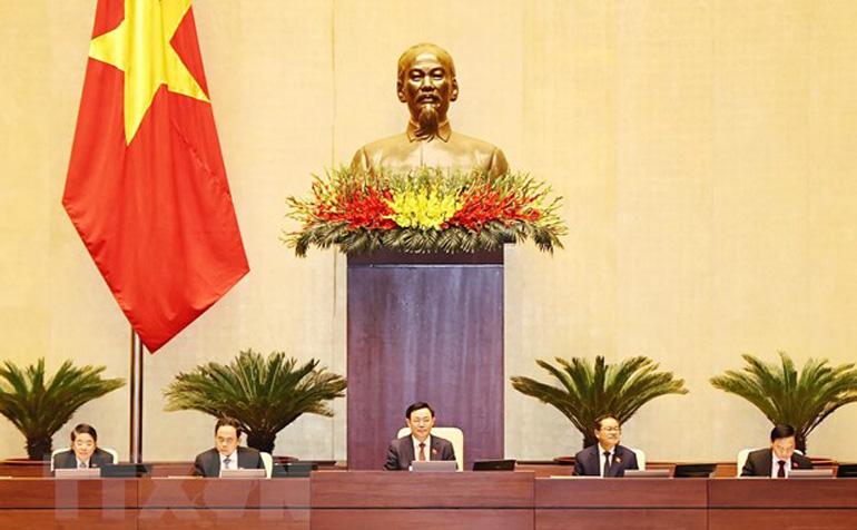 Chủ tịch Quốc hội Vương Đình Huệ điều hành phiên họp sáng 2/4. Ảnh: TTXVN