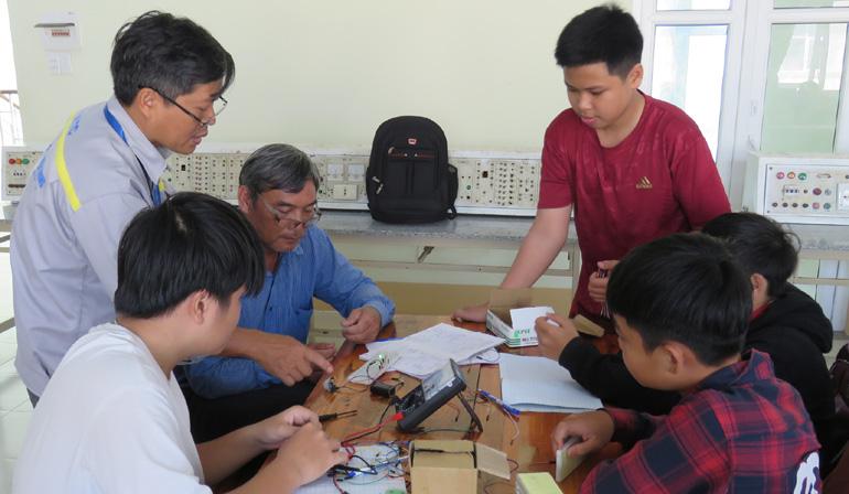 Để công tác đào tạo nghề thích ứng với cuộc cách mạng công nghiệp 4.0, đòi hỏi các trường phải đổi mới phương pháp đào tạo trên cơ sở lấy người học làm trung tâm. Ảnh: MẠNH THÚY