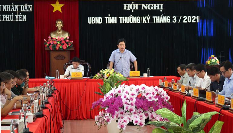 Đồng chí Trần Hữu Thế, Chủ tịch UBND tỉnh phát biểu chỉ đạo hội nghị. Ảnh: BÍCH NGÂN