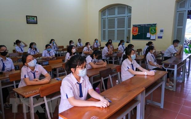 Thí sinh tại điểm thi Trường Trung học phổ thông Châu Văn Liêm, quận Ninh Kiều. (Ảnh: Ánh Tuyết/TTXVN)