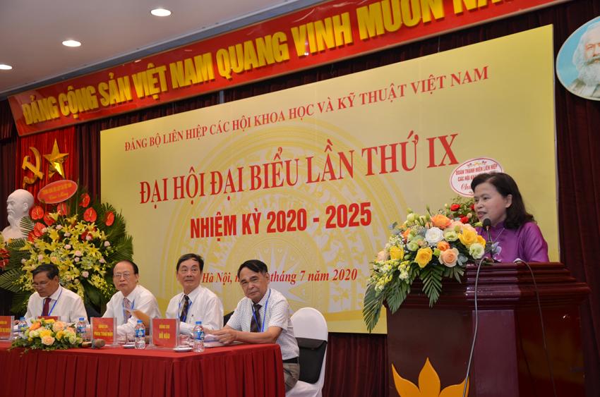 PGS, TS. Thị Xuyên – Chủ tịch Tổng hôi Y học Việt Nam tham luận tại Đại hội đại biểu Đảng bộ LHHVN lần thứ IX.