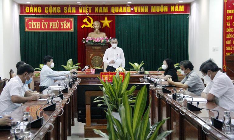 Đồng chí Phạm Đại Dương, Ủy viên Trung ương Đảng, Bí thư Tỉnh ủy kết luận tại hội nghị trực tuyến công tác phòng, chống dịch COVID-19 với các huyện, thị, thành ủy. Ảnh: TRẦN QUỚI