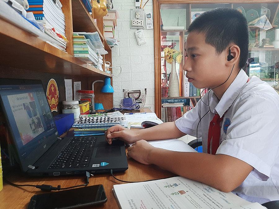 Trò không thể học online, thầy vất vả dạy linh hoạt