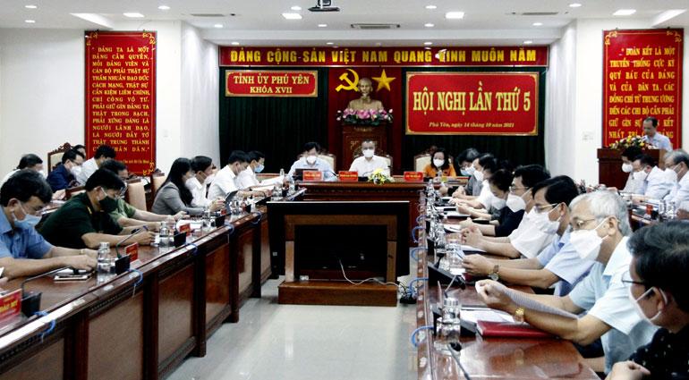 Hội nghị lần thứ năm, Ban Chấp hành Đảng bộ tỉnh khóa XVII, thảo luận và thông qua CTHĐ của Tỉnh ủy thực hiện Nghị quyết Đại hội thứ XIII của Đảng. Ảnh: TRẦN QUỚI